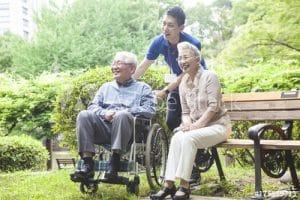 رفتار مناسب با سالمندان - سپیدگستر