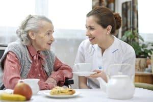 نگهداری از سالمندان در سفر - سپیدگستر