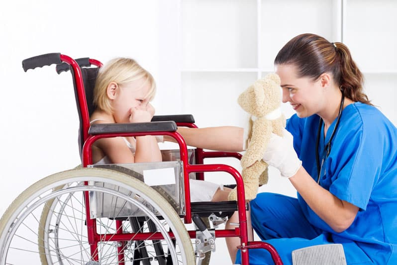 نگهداری از کودکان معلول جسمی