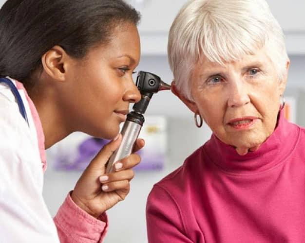 نشانه های کاهش شنوایی در سالمندان